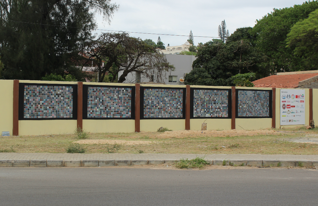 Panel of recycled tiles (Mozambique)