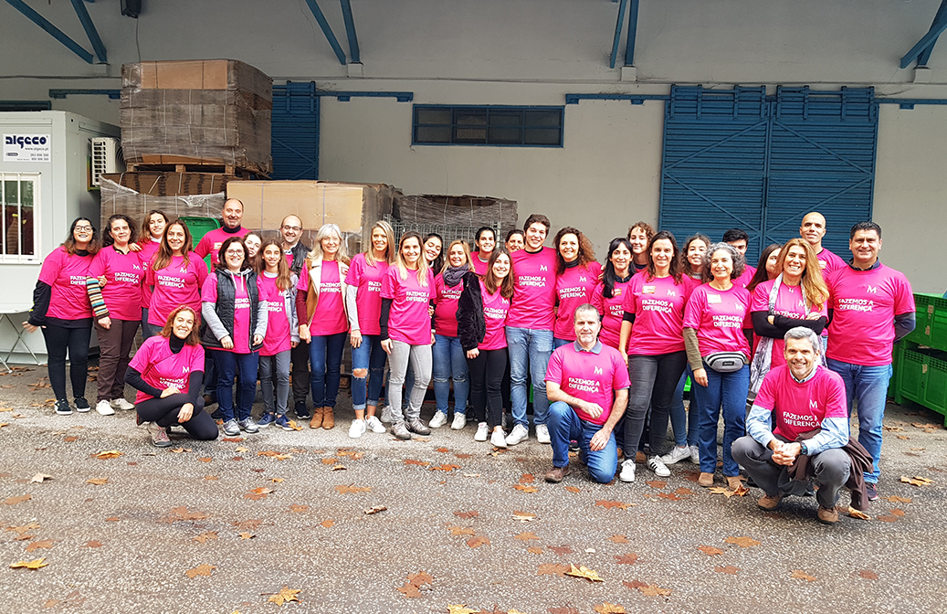 121 Millennium bcp volunteers participated, in December, in the food collection campaign promoted by the Food Bank (Portugal)