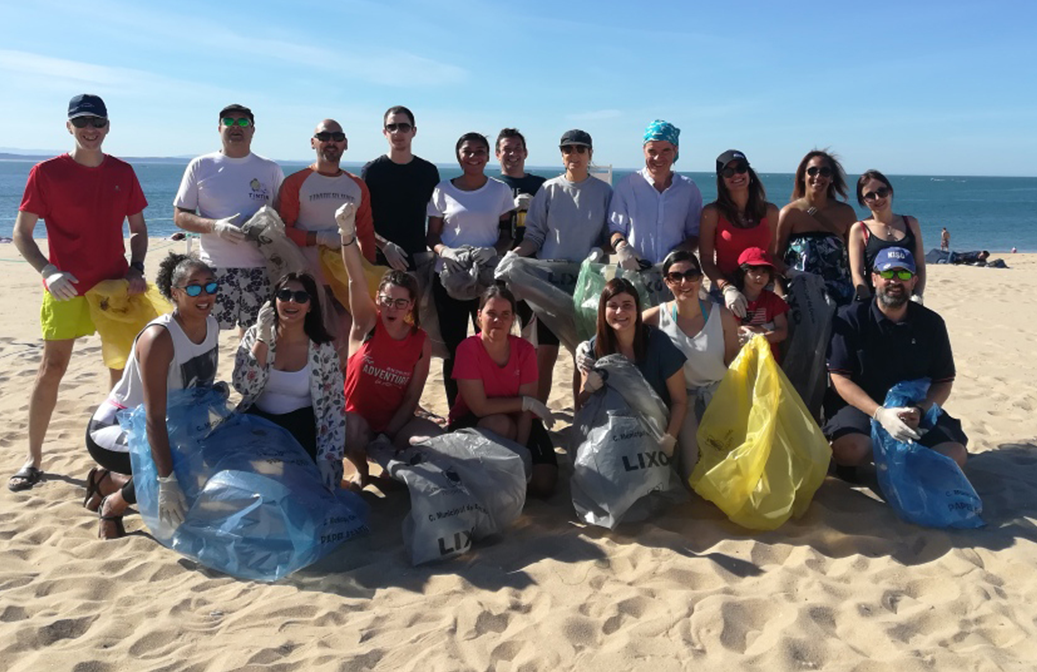 20 Millennium volunteers collect 200 kg of garbage in a beach cleaning action on Cascais (Portugal)