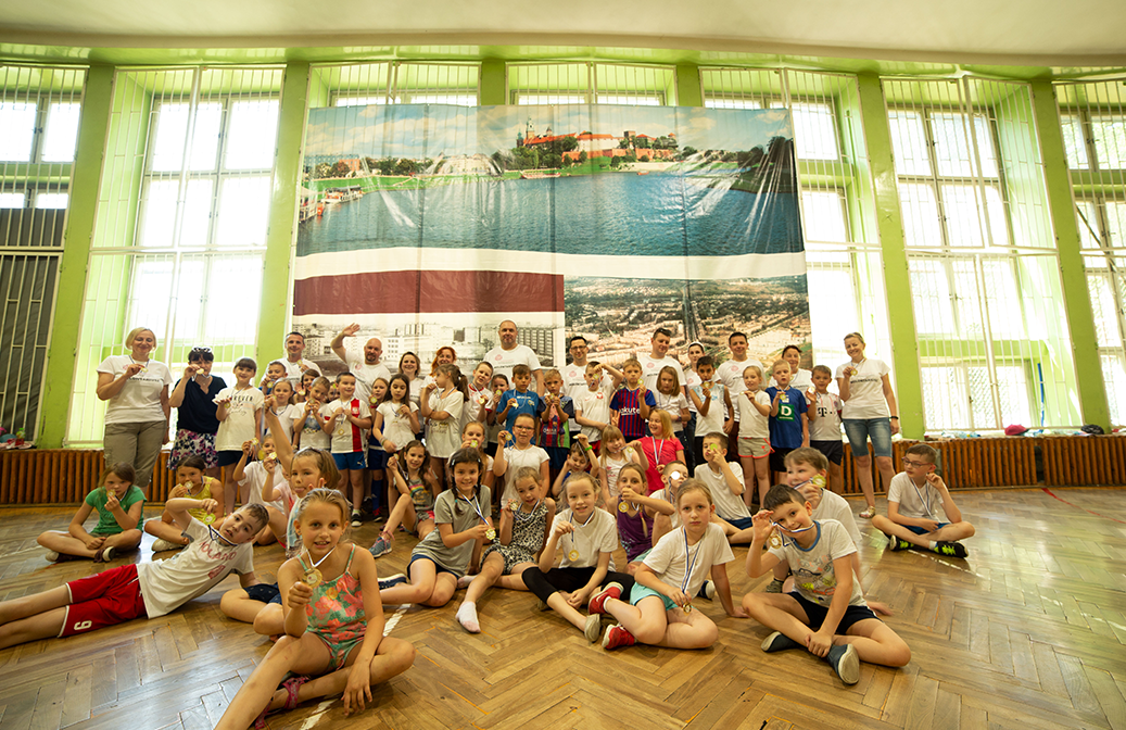 Volunteer action to support sport and donation of material at Primary School nº 88, in Kraków (Poland)